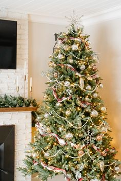 A Christmas tree filled with cozy flannel plaid ribbon, traditional pearl beaded garland and loads of beautiful mercury glass and mixed metal ornaments to create a vintage inspired Christmas tree with a cozy + nostalgic feel for the holidays.  #vintagechristmas #christmastree #cozychristmastree #mercuryglass #mercuryglasschristmas #plaidchristmasdecor #nostalgicchristmasdecor #christmastreedecoratingideas