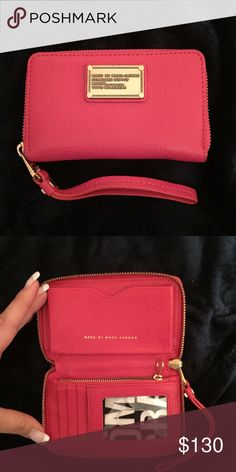 ❗️SALE❗️Marc Jacobs Wristlet Gorgeous hot pink wristlet. Great for when you're in the go! Marc Jacobs Bags Clutches & Wristlets
