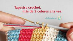 Tapestry crochet, more than 2 colors at a time. In this tutorial I show you the steps to practice tapestry crochet working with more than two colors in one single rowround. If you have never worked tapestry crochet I suggest you see this video first . Tunisian Crochet, Crochet Stitches, Free Crochet, Knit Crochet, Crochet Crafts, Crochet Projects, Diy Projects, Mochila Crochet, Tapestry Crochet Patterns