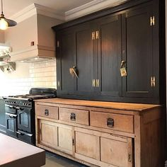 Modern Kitchen Interior black rustic kitchen natural wood and black cabinets - Classic Kitchen, New Kitchen, Kitchen Dining, Kitchen Ideas, Kitchen Black, Kitchen Wood, Kitchen Layout, Antique Kitchen Cabinets, Floors Kitchen