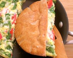 6 minutes to skinny - This incredible Pita Pocket Breakfast Sandwich is just one of the amazing 10 Clean Breakfast recipes in this post. Im addicted, its that good! Clean Eating Breakfast, Breakfast Menu, Breakfast Recipes, Breakfast Ideas, Breakfast Time, School Breakfast, Breakfast Healthy, Breakfast Sandwiches, Breakfast Cheesecake