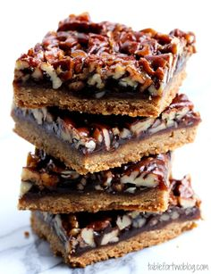 Pecan Pie Bars - just like the pie but without the troubles of making a pie! #thanksgiving