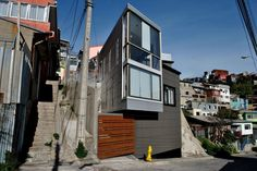 Casa Monjas / Molo Arquitectos (note: the house faces the difficulties of limited space and extreme slopes, which it caters to using the vertical plane providing volume, and through the use of horizontally corrugated steel on the higher levels that emphasize the angle of the slope)