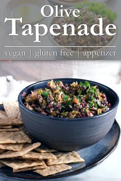 Recipes Snacks Salty Olive Tapenade: A salty, garlicky, lemony snack, spread or appetizer. This olive tapenade recipe takes ten minutes to whip up and is make ahead easy! Make Ahead Appetizers, Vegan Appetizers, Appetizer Recipes, Simple Appetizers, Seafood Appetizers, Cheese Appetizers, Party Appetizers, Tapenade Olive, Olive Tapenade Recipe Easy