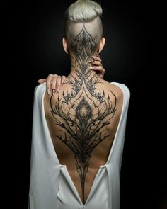 Enjoy body art brilliance with awesome back tattoos for men and women that are masterpieces. The back is one of the most spacious areas for tattoos on the body. If you are looking for the best full-back tattoo idea then this collection is for you. Head Tattoos, Body Art Tattoos, Tatoos, Tattoo Neck, Henna Tattoo Back, Nape Tattoo, Chicano Tattoos, Dot Work Tattoo, Tattoo Drawings