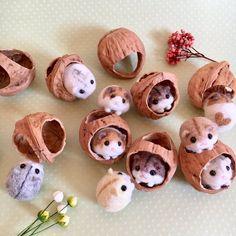Needle felted sleeping fox sculpture - WSX World Cute Crafts, Felt Crafts, Fabric Crafts, Diy And Crafts, Crafts For Kids, Needle Felted Animals, Felt Animals, Needle Felting Tutorials, Cute Little Things