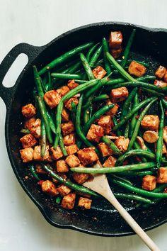 Mandel Butter Tofu Stir-Fry! Gesund, 9 Zutaten, schnell, eiweißreich! #vegan #glutenfree #plantbasiert #stirfry #tofu #healthy #minimalistbaker