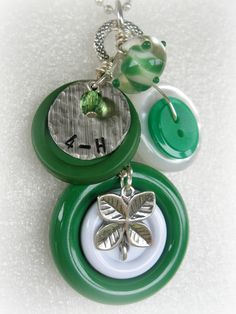 4-H Clover Button Necklace - would be a good craft for the girls or for a thank you for my leaders