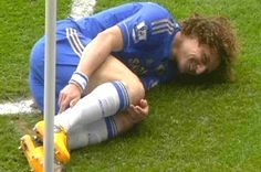 ~ David Luiz of Chelsea FC smiling after being tackled by Rafael da Silva of Manchester United ~ this was too funny! Football Funny Moments, Skate And Destroy, Blue Bloods, Chelsea Fc, Love Affair, Manchester United, Premier League, Blues, Soccer