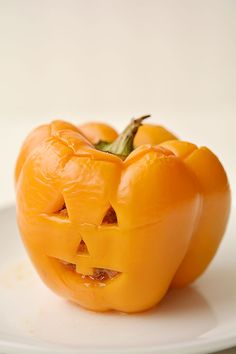 These stuffed pepper jack-o-lanterns make a fabulously healthy Halloween dinner idea! They are surprisingly simple to make and they look absolutely adorable! These stuffed pepper Halloween Dinner, Healthy Halloween, Halloween Jack, Halloween Ideas, How To Make Lanterns, Snack Recipes, Snacks, Holiday Recipes, Holiday Foods