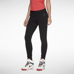 Nike Tech Fleece Women's Pants...  Gotta have this... Need new workout clothes!