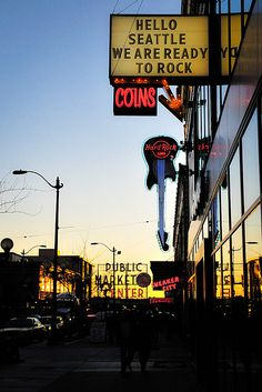 ONE OF MY ALL TIME FAVE PINS!! Neon Signs of the Hard Rock Cafe and Pike Place markets, Seattle.