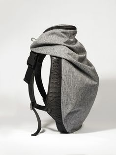 "Nile Rucksack: ""The Côte&Ciel Nile Rucksack Basalt is one of our iconic backpacks. Fashion's appropriation of architectural principles has contributed to the evolution of the Nile Rucksack collection. Look Fashion, Fashion Bags, Fashion Accessories, Mens Fashion, Leather Bag, Leather Backpack, Calf Leather, Sac Week End, Diy Accessoires"