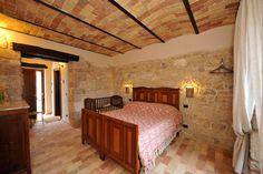 Camera tripla Orione www.borgosanmartino.eu Bed, Furniture, Home Decor, Decoration Home, Stream Bed, Room Decor, Home Furnishings, Beds, Home Interior Design