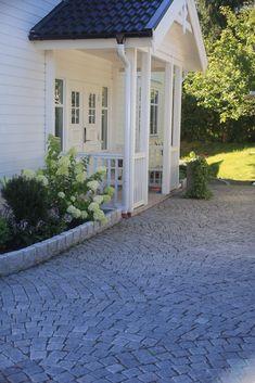 House Exterior Color Schemes, Dream House Exterior, Garden Entrance, House Entrance, Grafton House, Outdoor Spaces, Outdoor Living, Scandinavian Garden, Porche