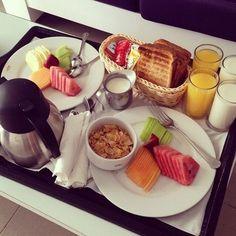 66 new ideas for brunch cafe food Romantic Breakfast, Breakfast Time, Breakfast Recipes, Breakfast Healthy, Café Brunch, Breakfast Platter, Breakfast Dishes, Cafe Food, Food Porn