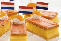 Orange cake (''tompouce'' in Dutch) on King's day. Love it! Dutch Recipes, Baking Recipes, Snack Recipes, Snacks, Dutch Desserts, Typical Dutch Food, Amsterdam, Delicious Desserts, Yummy Food