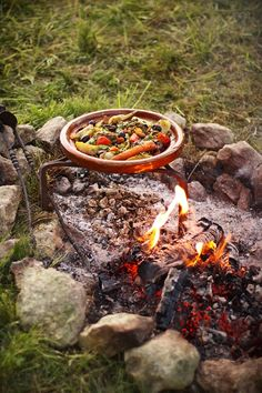 barbecue saucisse merguez au feu de bois cuisine au feu de bois et camping pinterest. Black Bedroom Furniture Sets. Home Design Ideas