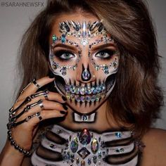 Amazing Halloween Makeup Ideas to Delight And Terrify Your Friends ★ See more: https://makeupjournal.com/amazing-halloween-makeup-ideas/