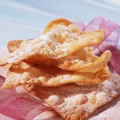 Découvrez la recette Oreillettes à la fleur d'oranger sur cuisineactuelle.fr.
