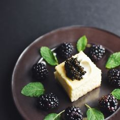 Blackberries and black roe. A creamy cheesecake to end your Valentine's dinner on a sweet note.