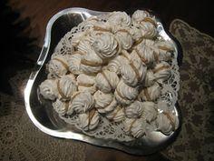 (marengue recipe) täyteläisempi marenki etikalla: 2 valkuaista 1,5 dl hienoa sokeria 0,5 tl etikkaa (1 tl vaniljasokeria) 100 astetta / 45 (löysempi) - 60 min | desserts