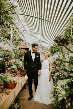 Elegant greenhouse wedding | Vic Bonvicini Photography