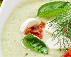 Soupe froide de concombre aux tomates séchées, basilic et mozzarella : http://www.fourchette-et-bikini.fr/recettes/recettes-minceur/soupe-froide-de-concombre-aux-tomates-sechees-basilic-et-mozzarella.html