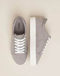 Check out our new Spring Summer 2017 collection for women and men at PULL&BEAR. Find the latest trends in fashion, shoes and accessories. Sock Shoes, Cute Shoes, Me Too Shoes, Shoe Boots, Shoes Sandals, Shoes Sneakers, Sneakers Fashion, Fashion Shoes, Zapatillas Casual