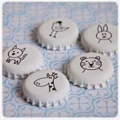 Magnet Paint your capsules and draw on them . - DIY Magnet Paint your capsules and draw on them …, -DIY Magnet Paint your capsules and draw on them . - DIY Magnet Paint your capsules and draw on them …, - This little Make a M. Bottle Cap Magnets, Bottle Cap Art, Bottle Cap Crafts, Bottle Top, Diy Bottle, Diy Projects To Try, Craft Projects, Welding Projects, Garrafa Diy
