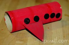 Airplane TP craft (the blog has lots of toilet paper tube crafts)