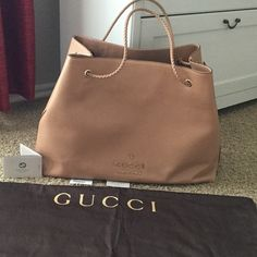 Gucci bag Size large, cannot be included in the bundle.❌NO TRADES ❌it has some wrinkles  so I lowered the price.please ask if you need more pictures.Price is firm Gucci Bags Hobos