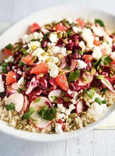 Recette de salade croquante au quinoa, chou, radis et feta de Ricardo.