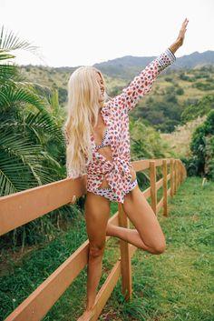 Barefoot Blonde - Amber Fillerup J Crew Beach Shirt in Berry - July 06 2019 at Amber Fillerup, Barefoot Blonde, Bohemian Summer, Good Looking Women, Summer Lookbook, Beach Shirts, Beach Ready, Surf Style, Beachwear For Women