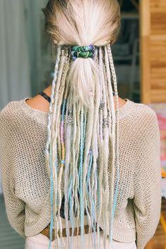 Dreads Short Hair, Half Dreads, Partial Dreads, Dreadlocks Girl, Blonde Dreads, Dread Braids, Hippie Hair Short, Dread Hairstyles, Pretty Hairstyles