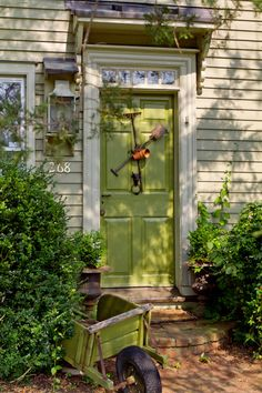 New Ideas Green Front Door Colors Entrance Curb Appeal Green Front Doors, Front Door Colors, Town And Country, Country Living, Country Charm, Porches, Secret Garden Colouring, Farmhouse Front, Farmhouse Style