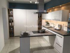Keuken • Wit • Grote voorraad kasten • Modern strak