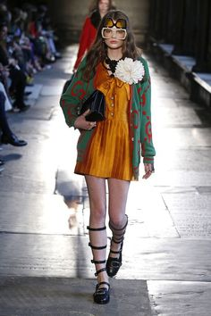 As 2017 Cruise continues across the pond, the sartorial set shifted from Dior's Oxford runway to Gucci's London show, convening at Westminster Abbey, a fashion first for the iconic landmark. Debuting an almighty collection of geek-chic style,… Gucci Fashion, Runway Fashion, High Fashion, Fashion Beauty, Luxury Fashion, Fashion Show, Fashion Outfits, Fashion Trends, Haute Couture Style