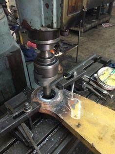 Metalizado y rectificado de cuna de eje de brazo de soporte de Pala de tractor !!