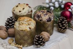 Panettoncini salati saporiti per il pranzo o la Vigilia di Natale, alle olive nere, alle noci e parmigiano e al prosciutto e formaggio.