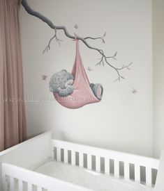 Incrível Baby room mural bear and baby carrier cidade de tomar . Baby Bedroom, Baby Room Decor, Girls Bedroom, Nursery Decor, Girl Cribs, Baby Cribs, Girl Nursery, Girl Room, Baby Room Paintings