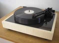 STST Motus II Direct Drive turntable with SMEV tonearm