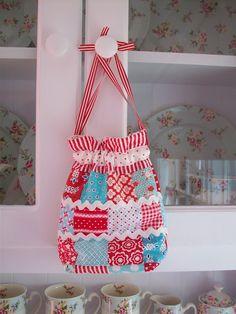 Darling Patchwork Bag with tutorial link!