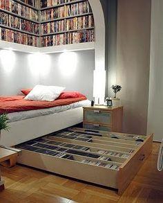 gostei da estante, da iluminação, da ideia do porta-cds embaixo da cama.
