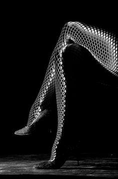 f-l-e-u-r-d-e-l-y-s:    stockings silver latex snake