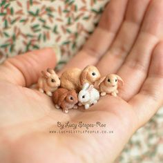 Работа мастера 🐰a handful of tiny little baby bunnies with their mummy🐰 Polymer Clay Ornaments, Cute Polymer Clay, Polymer Clay Animals, Cute Clay, Polymer Clay Charms, Handmade Polymer Clay, Polymer Clay Kunst, Polymer Clay Sculptures, Polymer Clay Miniatures