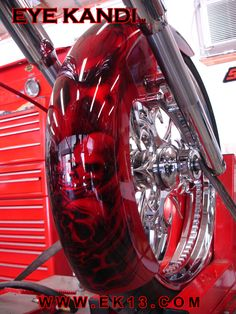 Custom Motorcycle Paint Jobs, Custom Paint Jobs, Skull Painting, Air Brush Painting, Skull Artwork, Custom Harleys, Custom Motorcycles, Airbrush Designs, Airbrush Art