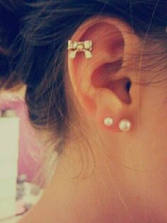 Super cute double ear hole piercing!!!! I want this so bad!!!!