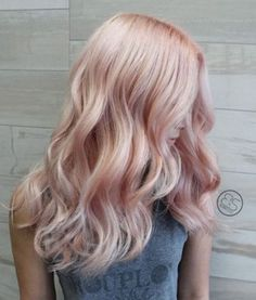 22 inspirations de cheveux roses gold