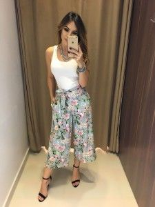 Swans Style is the top online fashion store for women. Plazzo Pants Outfit, Floral Pants Outfit, Denim Outfit, Vestidos Chiffon, Cute Fashion, Fashion Outfits, Simple Street Style, Suits For Women, Clothes For Women